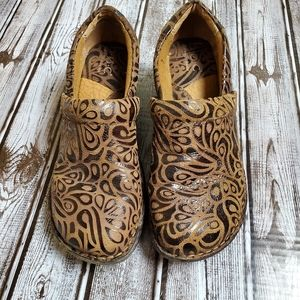 BOC Embossed Brown Leather Clogs 37 size 6.5